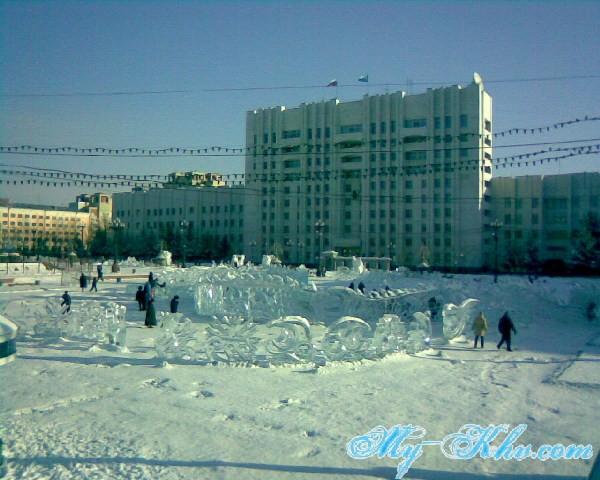 Здание Правительства Хабаровского Края(линк) вблизи Площади Ленина.
