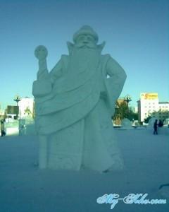 И Дед мороз на Площади Ленина Хабаровска в 2013 году.