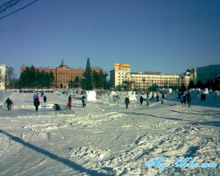 Очень была кстати Ледяная горка на Площади Ленина в новый 2013 год для детворы и просто отдыхающих.