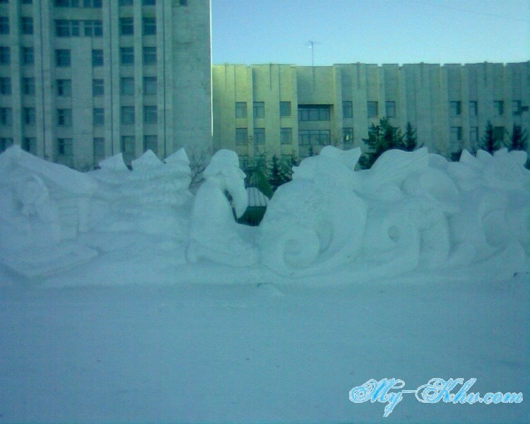 А вот и ледяная( снежная ) Русалочка на Площади Ленина Хабаровска.